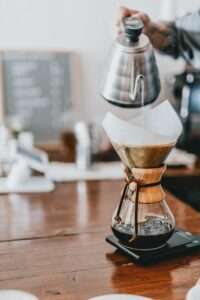 illustrate pour over coffee method