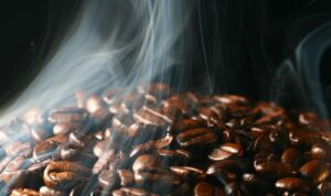 visualizes aromatic coffee with wafts of vapour emanating from coffee beans